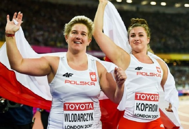 Poland's hammer throw champion Anita Włodarczyk and compatriot Malwina Kopron celebrate after winning medals at the 2017 World Championships in Athletics in London. Photo: Erik van Leeuwen [GFDL (http://www.gnu.org/copyleft/fdl.html) or CC BY-SA 4.0 (https://creativecommons.org/licenses/by-sa/4.0)], via Wikimedia Commons