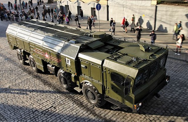 Апэратыўна-тактычны ракетны комплекс «Іскандэр-М» у транспартным становішчы