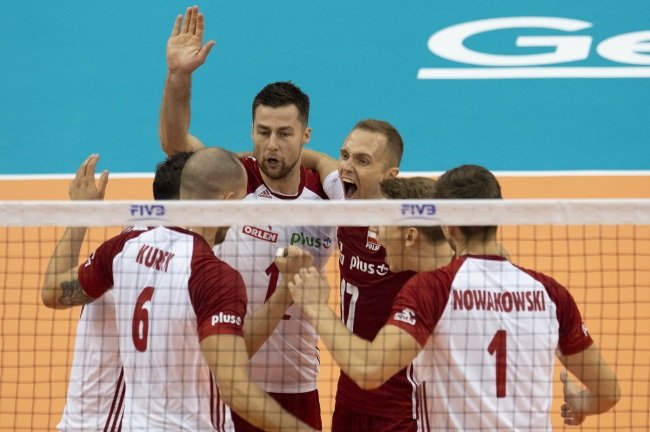 Poland players react during the match against Cuba in Varna, Bulgaria, on Wednesday. EPA/VASSIL DONEV Dostawca: PAP/EPA.