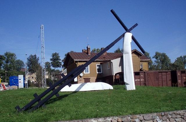 Памятник депортированным в Новой Вильне - последняя крупная остановка поезда в Литве