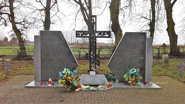 Меморіал українським жертвам-мешканцям Сагрині, замордованим 10 березня 1944 року. Православний цвинтар у Сагрині.