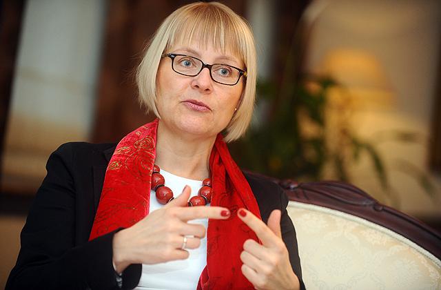 Ewa Dębska, Ambasador RP na Łotwie