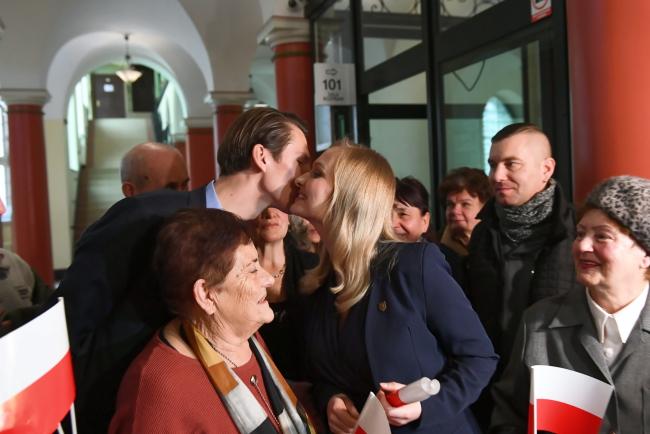 Бывшая сотрудница компании Pos System Наталья Нитек-Плажиньская (в центре) после вынесения приговора