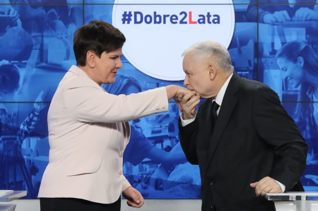 PM Beata Szydło (left) and PiS leader Jarosław Kaczyński during a press conference on Tuesday. Photo: PAP/Paweł Supernak