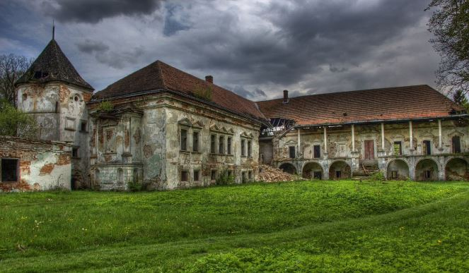 Замок в Поморянах
