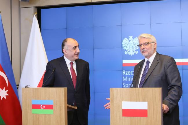 Azerbaijani Foreign Minister Elmar Mammadyarov and his Polish counterpart Witold Waszczykowski. Photo: PAP/Leszek Szymański.