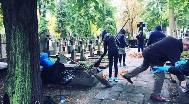 Військові поховання воїнів УНР у Варшаві