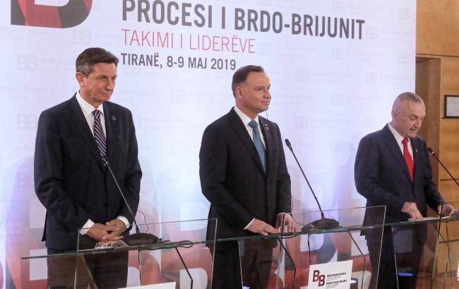 Президент Словении Борут Пахор (слева), президент Албании Илир Мета (справа) и президент Польши Анджей Дуда (по центру) во время совместной пресс-конференции