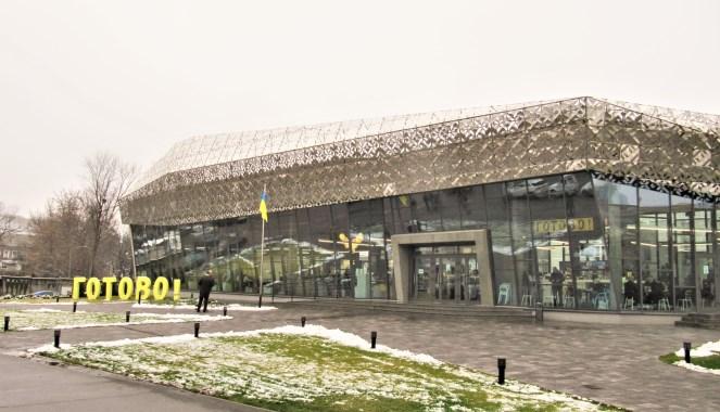Один з київських центрів з надання адміністративних послуг та оформлення біометричних паспортів.