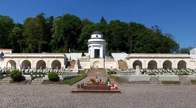 Меморіал львівських орлят на Личаківському цвинтарі у Львові
