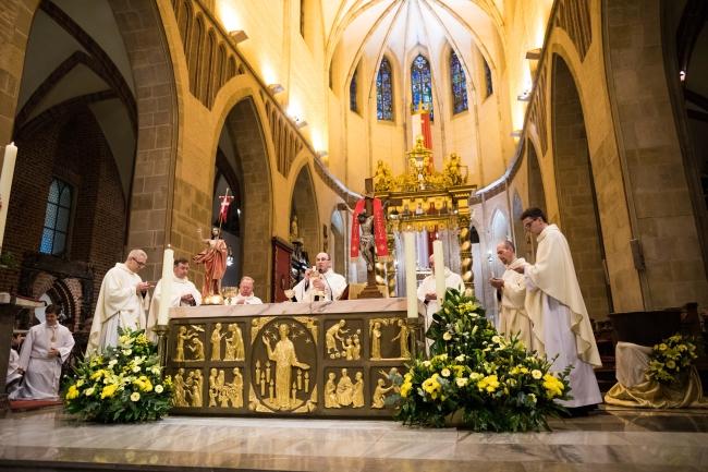 Пасхальное богослужение в базилике Пресвятой Девы Марии в Гнезне.
