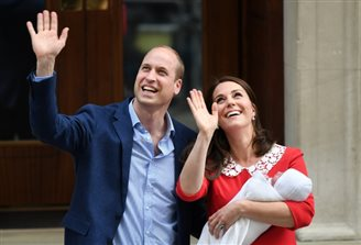 У Кейт Миддлтон и принца Уильяма родился сын. Семья уже покинула роддом [ФОТО]