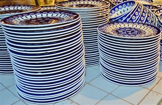 Polish pottery maker delivers tableware to CIA