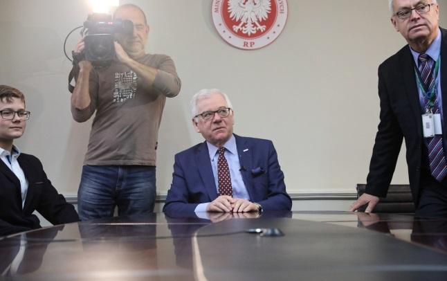 Министр иностранных дел Польши Яцек Чапутович (в центре)