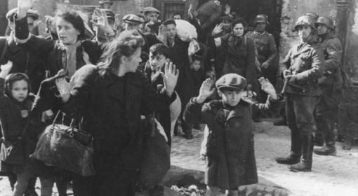 Гітлераўцы выганяюць з Варшавы габрэйскае насельніцтва. 1943 год