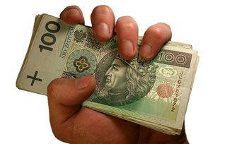 В декабре средняя зарплата поляков выросла на 2,7%