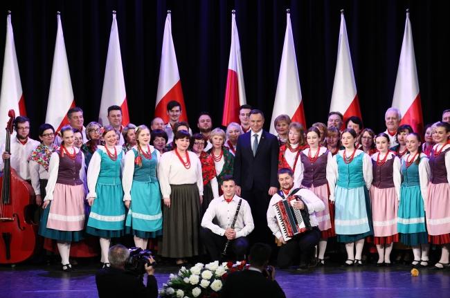 Andrzej Duda with Poles at the Polish Civic Centre in Vilnius. Photo: PAP/Leszek Szymański.
