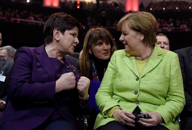 Polish PM Beata Szydło with German Chancellor Angela Merkel. Photo: Twitter.com/@hannover_messe