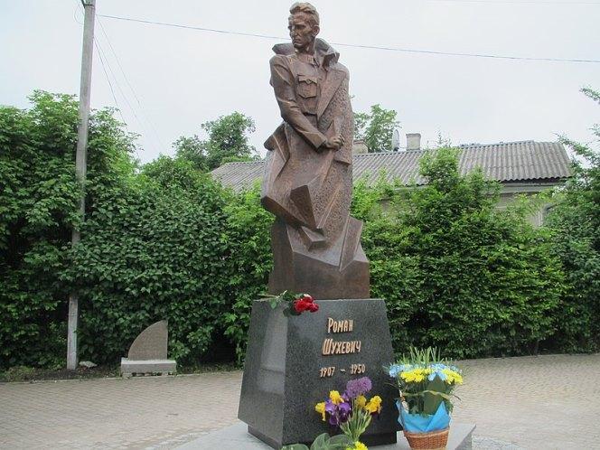 Пам'ятник Роману Шухевичу в Івано-Франківську