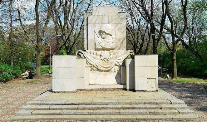 Пам'ятник подяки солдатам радянської армії у Скаришевському парку на Празі