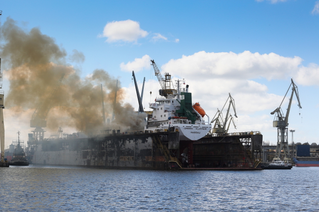 The fire aboard the Green Klipper on Friday at the Gryfia Marine Ship Repair Yard in Szczecin. PAP/Tomek Murański