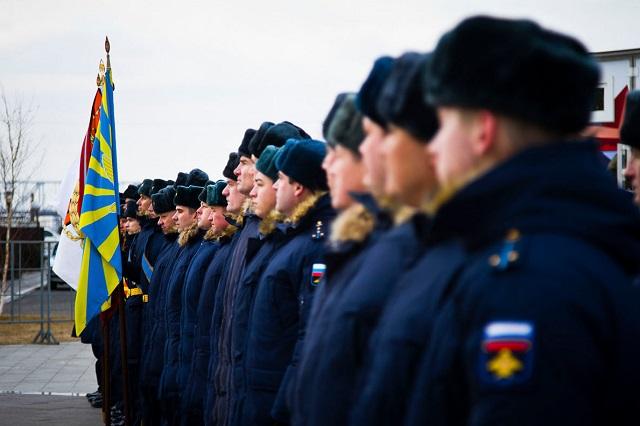 Экипажи пилотажных групп «Русские витязи» и «Стрижи»