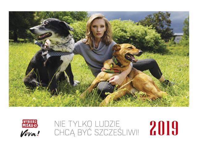 """Обложка календаря """"Выбери Мисека"""". На фото: актриса Агата Бузек с Дропой и Тексой"""