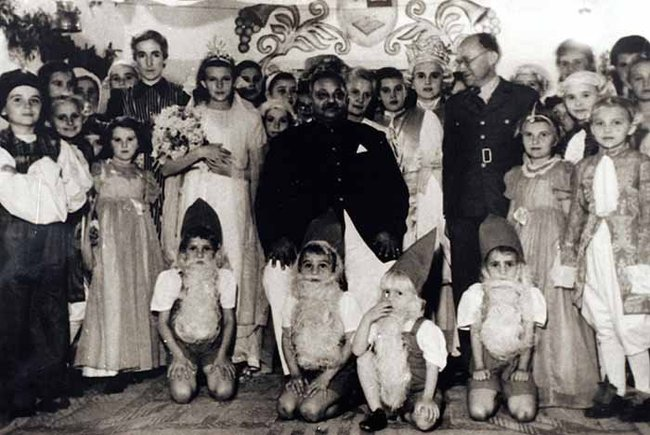 The Maharaja of Nawanagar (C) with Polish orphans during World War II. Photo: CPSA
