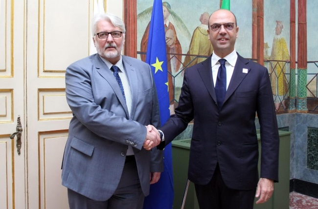Polish Foreign Minister Witold Waszczykowski shakes hands with his Italian counterpart Angelino Alfano prior to bilateral talks in Palermo, Italy. Photo: EPA/MICHELE NACCARI