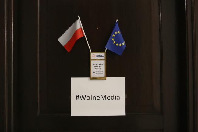 Надпись: Свободные СМИ (помещение в Сейме Польши). Фото: PAP/Leszek Szymański