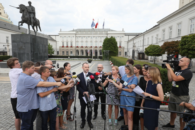 Варшава, 3 августа 2018 г. Пресс-конференция заместителя руководителя канцелярии президента Польши по решению Верховного суда