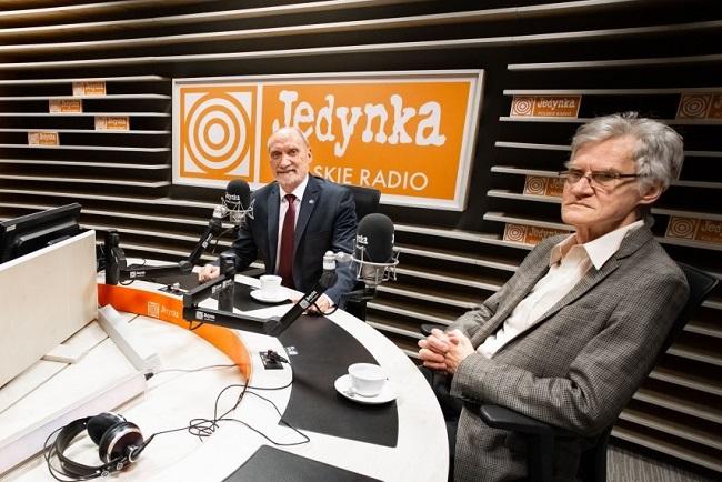 Председатель подкомиссии по пересмотру авиапроисшествия Антони Мацеревич и заместитель председателя подкомиссии Казимеж Новачик