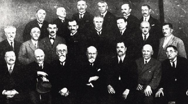 Група професорів Українського Вільного Університету в Празі (1926)