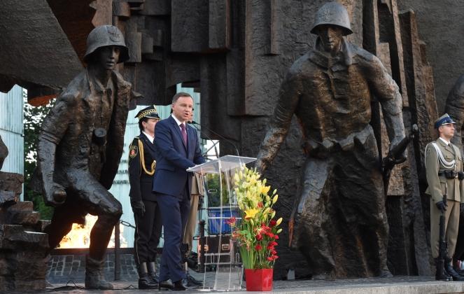 Президент Польщі Анджей Дуда під час урочистих заходів біля пам'ятника Варшавського повстання у Варшаві