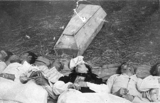 Victims of a massacre in Chołopecze. Photo: IPN.