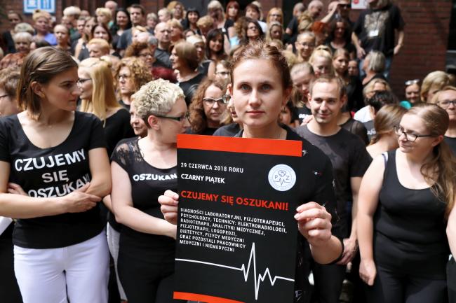 Protesters at a hospital in Poznań, western Poland. Photo: PAP/Marek Zakrzewski.