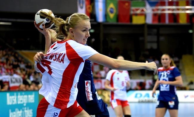 Poland's Katarzyna Janiszewska in action against Norway. Photo: PAP/Marcin Bielecki