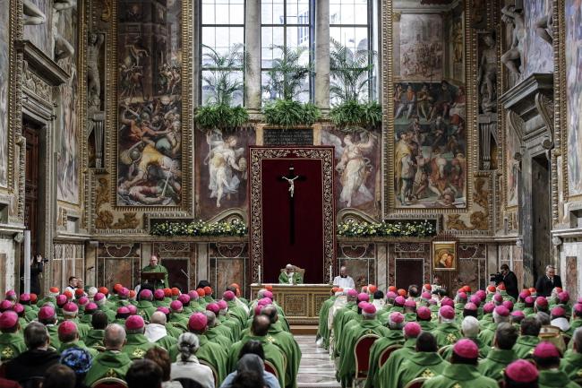 Папа Франциск посетил евхаристию в Царской зале в Апостольском дворце в Ватикане во время саммита, посвященного борьбе с педофилией в Католической церкви