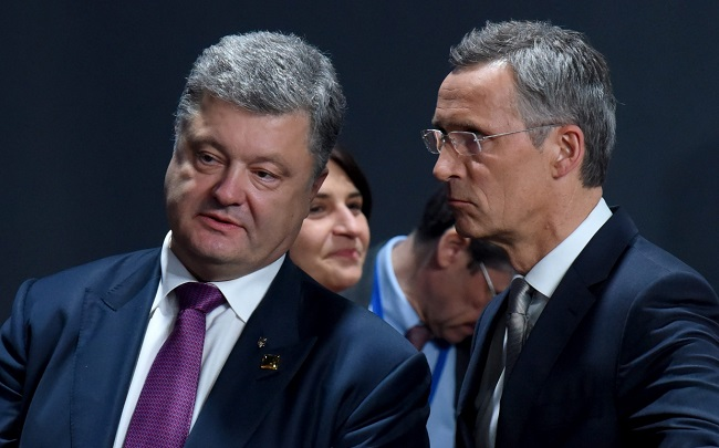 Petro Poroshenko, President of Ukraine, and NATO Secretary General Jens Stoltenberg. Photo: EPA/RAINER JENSEN