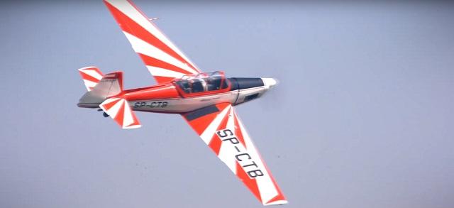 Скриншот из видео, аннонсирующего VII авиационное шоу в Плоцке