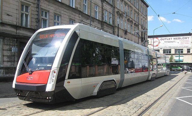 """Трамвай, производимый компанией """"Solaris Bus & Coach"""", в Познани"""