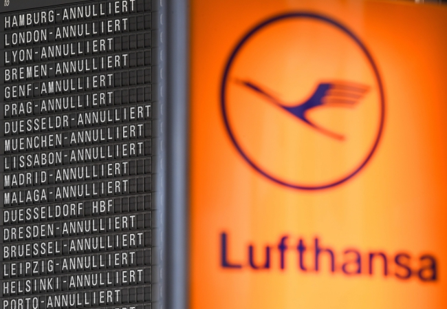 Cancelled Lufthansa flights are displayed on a display board in Terminal 1 at the airport in Frankfurt am Main, Germany, 24 November 2016. Photo: PAP/EPA/ARNE DEDERT.