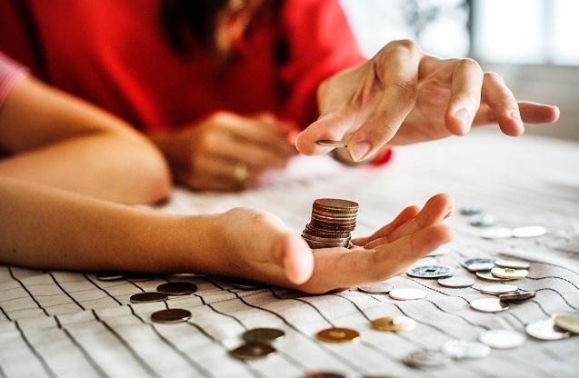 Приблизно 22% українців використовує банківські послуги у Польщі