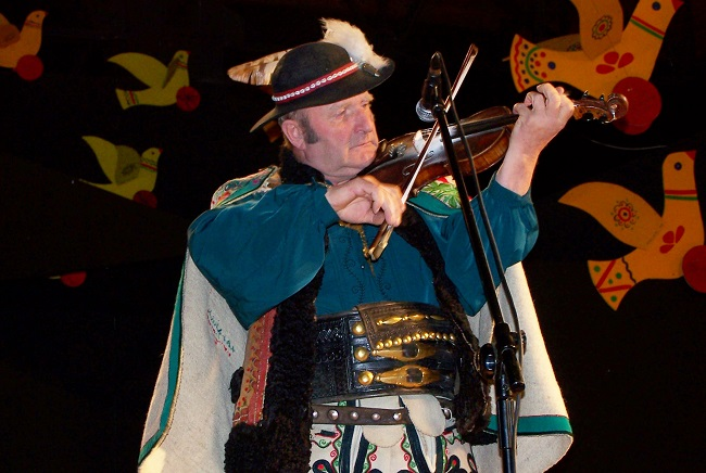 A Polish highlander playing the fiddle. Photo: Wikimedia Commons