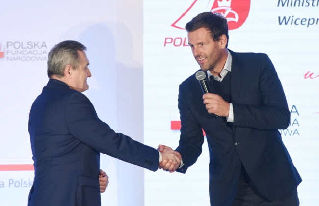 Deputy PM Piotr Gliński (left) and Olympic sailing champion Mateusz Kusznierewicz at the launch of the Polska100 project in Warsaw on Wednesday. Photo: PAP/Radek Pietruszka