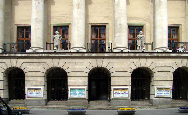 Facade of the Warsaw Philharmonic Hall. Photo: wikimedia commons
