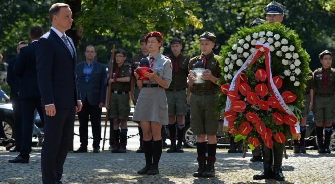 Президент Польщі Анджей Дуда біля пам'ятника Жертвам різні Волі