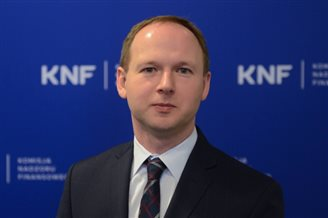 Polish financial regulator quits but denies corruption