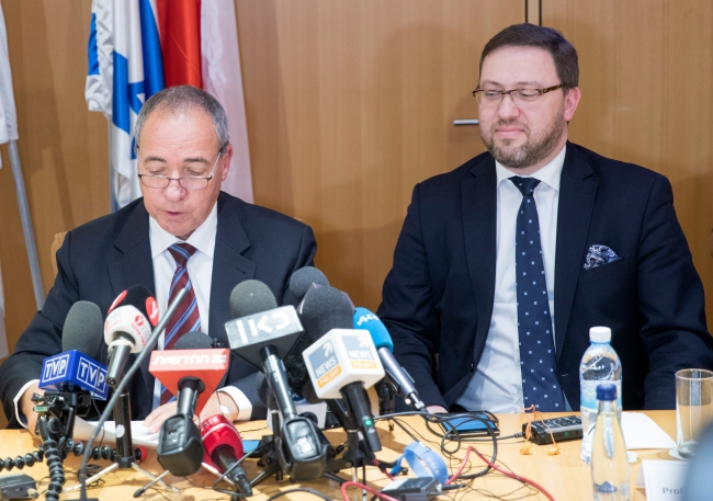 The heads of two dialogue teams, Israeli Foreign Ministry Director-General Yuval Rotem and Polish Deputy Foreign Minister Bartosz Cichocki. Photo: EPA/ATEF SAFADI