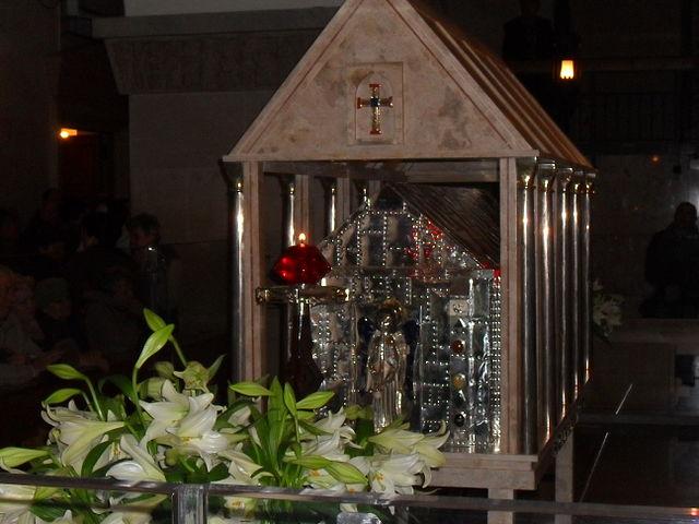 Труна сьвятога Айца Піа ў касьцёле ў Сан-Джавані-Ратонда